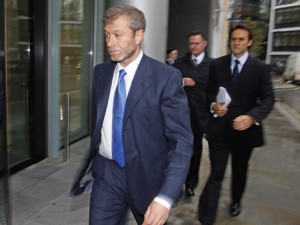 Абрамович арестован ФБР?r of Chelsea football club Abramovich arrives at a division of the High Court in central London